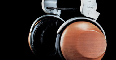 Sony MDR-R10 fond noir