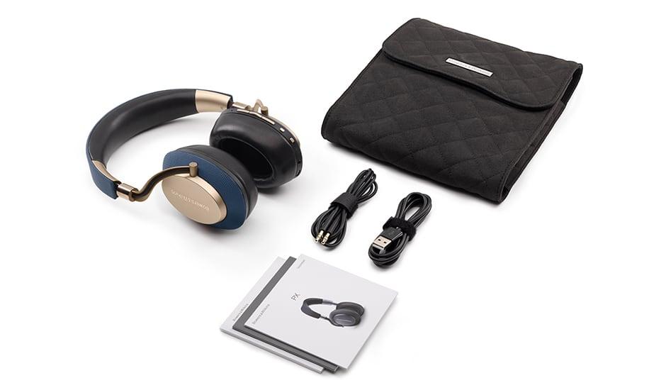 Bowers & Wilkins PX modèle bleu et or, avec ses accessoires et sa housse