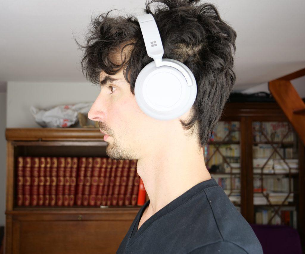 Surface headphones porté sur la tête, de profil