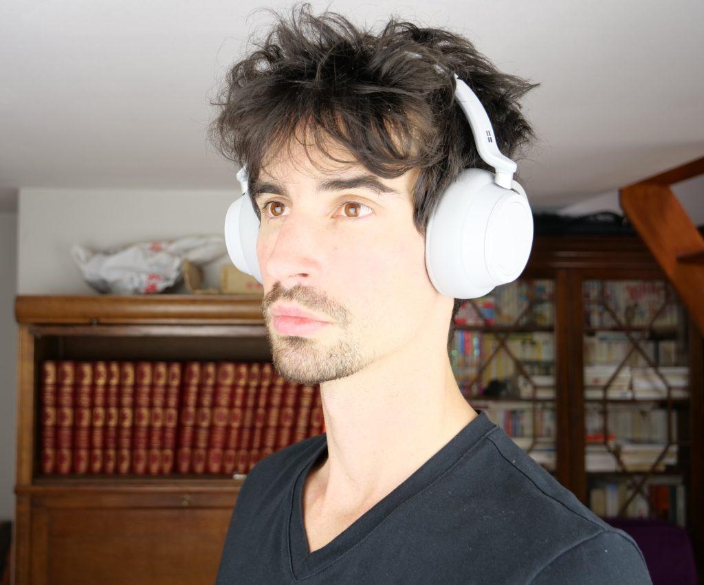 Surface headphones porté sur la tête, de trois-quart